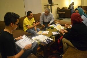 Suasana konsultasi calon pelajar, kosultan Edu AtMalaysia dan  staff Universitas.  Dari kiri: Calon Pelajar, Ayah calon pelajar, Dosen  Bisnis International UUM, Ibu pelajar dan Konsultan Edu AtMalaysia.